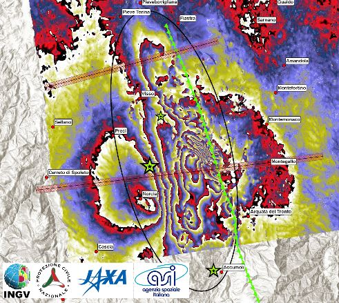 Interferogramma ALOS 2. L'ellissi mostra la zona in cui il terreno si è allontanato dal satellite lungo la linea di vista. Questa direzione è inclinata rispetto alla verticale di 34° verso est.